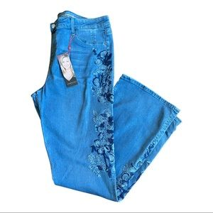 NWT Laurie Felt embroidered slip on Jeans size XLT